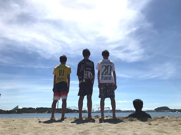 砂に埋まる36才